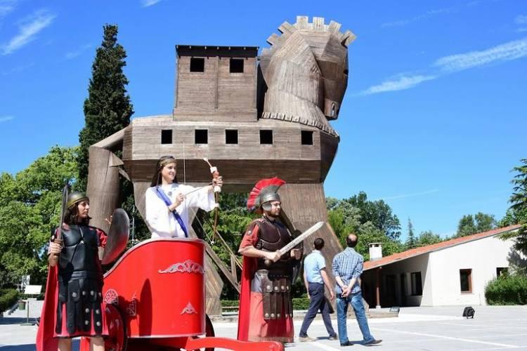 Troya'da son 10 yılın ziyaretçi rekoru kırıldı